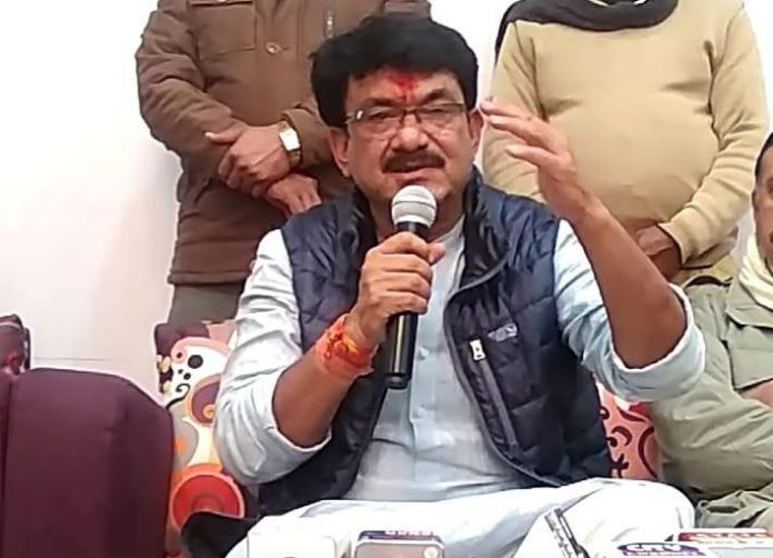 labour-minister-claim-bjp-legislature-is-in-contact-with-congress