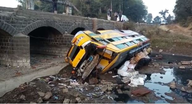 private-bus-falls-into-river-canal