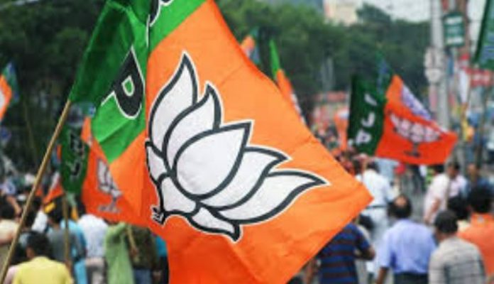 -Angry-leaders-raised-tension-protesting-over-a-dozen-bjp-candidates