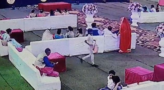 Child-stole-a-bag-full-of-rupees-and-jewelry-from-the-wedding-gardens