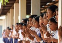 madhya-pradesh-school-student-awaits-for-uniform-