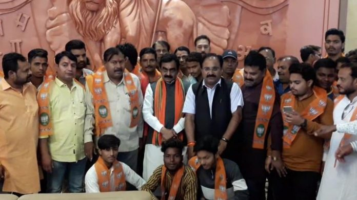 -100-workers-including-Shiv-Sena's-state-vice-president-join-BJP