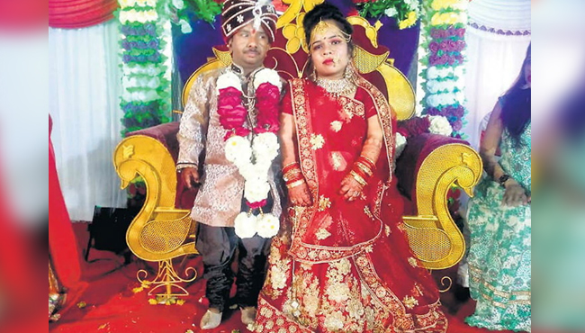 -36-inch-bride-and-groom's-wedding-in-khandwa-madhya-pradesh-
