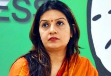 -Priyanka-Chaturvedi-joined-the-Shiv-Sena-after-resigning-from-Congress