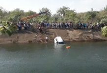 car-drowned-in-the-canal-in-bargi-jabalpur--carried-out-a-body-rescue-continue