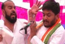 man-slapped-hardik-patel-dunring-speech-of-election-rally-in-gujrat