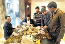 bhopal-raid-by-income-tax-team-road-contractor-nillay-jain-gets-crore-cash