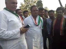 people-angry-against-arun-yadav-in-budhni-shout-slogan-maf-karo-maharaj-hamara-neta-shivraj