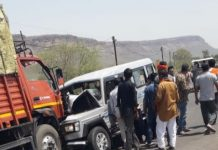 -Jeep-and-truck-collide
