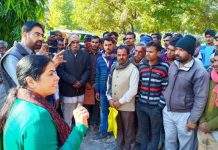 Farmer-is-disturbed-due-to-shortage-of-manure-mla-meet-to-collector
