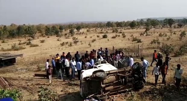 Painful-road-accident-9-people-killed-in-car-and-trale-collision-in-sagar