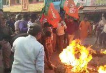 bjp-worker-burn-congress-leader-effigy-