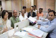 BJP-candidate-shejwalkar-fill-nomination-form