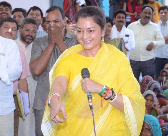 scindia-wife-campaigning-in-guna-loksabha-