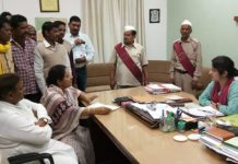 Farmers-suffering-the-mistake-of-the-Mandi-employees--complaint-to-collector