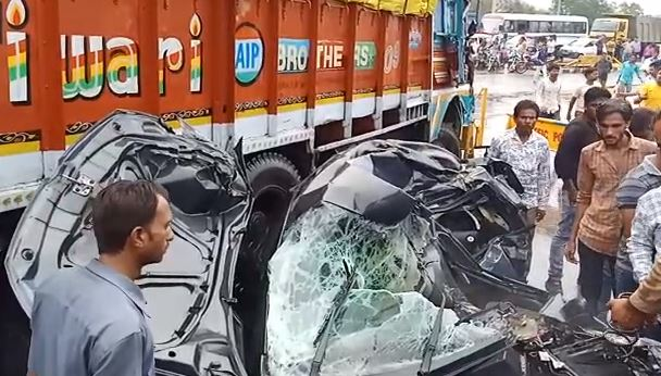 Acid-loaded-truck-collided-with-a-car--inured-half-a-dozen