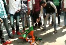 BJP-flag-burn-by-angry-people-in-mandsaur