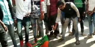 BJP-flag-burn-by-angry-people-in-mandsaur