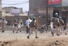 man-died-in-police-custody-relatives-throw-stones-on-the-police-in-indore