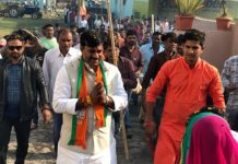 elderly-women-gave-wishes-victory-to-Rameshwar-sharma