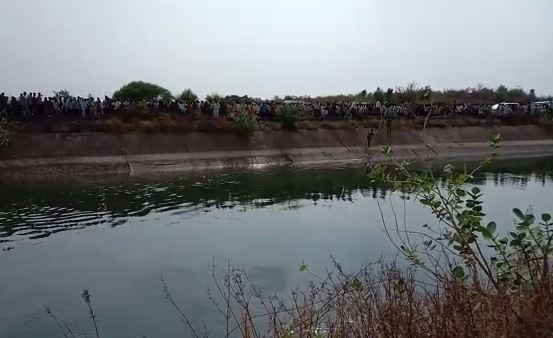 dial-hundred-found-in-canal-police-personnel-died