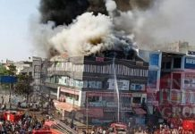 fire-in-surat-takshashila-complex-15-dead-including-teacher-student-jumbp-from-building
