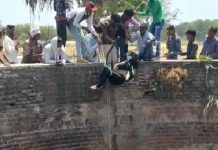 Lovers-couple-jumped-into-the-well-and-committed-suicide-in-rajgadh-