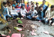 NSUI-worker-protest-in-university-jabalpur