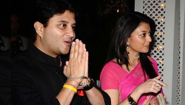 -Scindia's-big-statement-about-the-wife's-entry-in-politics-
