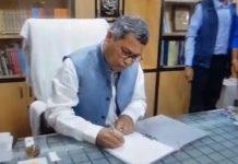 -Deepak-Tiwari-the-new-Vice-Chancellor-of-Makhan-Lal-journalism-took-charge