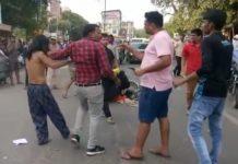 kinnar-ruckus-infront-of-office-in-gwalior