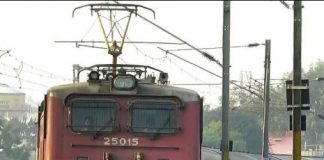 tree-fall-on-a-train's-engine-in-harda