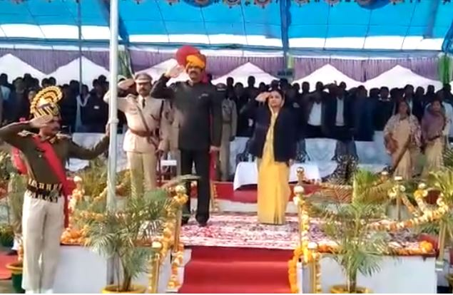 transport-minister-forget-to-salute-flag-in-sagar-