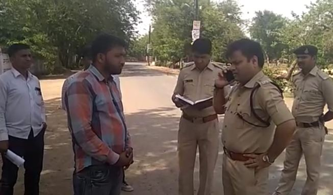 -Three-lakh-looted-from-municipal-staff-at-the-tip-of-a-gun-