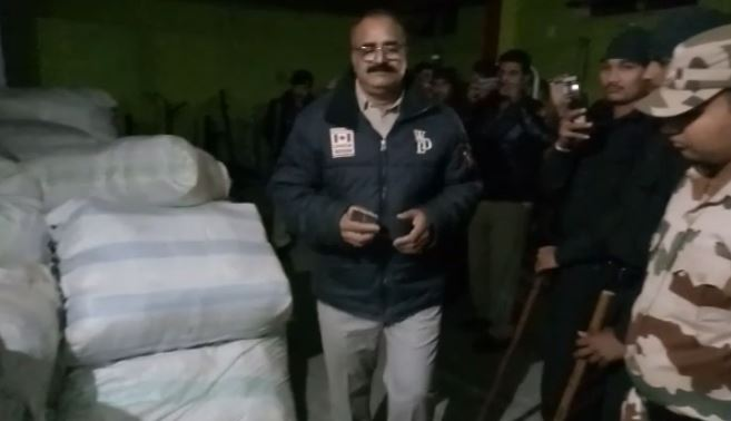 MP-Election--huge-amount-of-blanket-sari-recovered