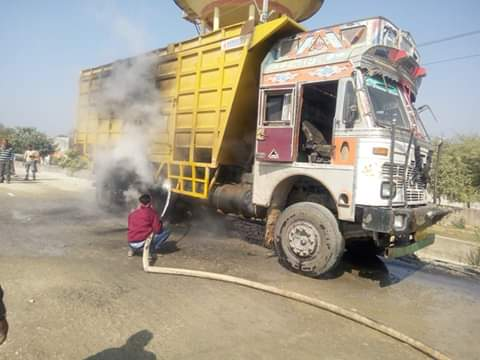 -11-KV-wire-collide-with-dumper--fire-in-tires