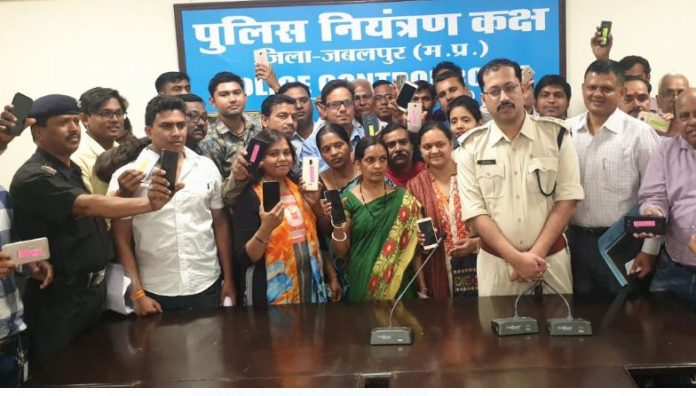 jabalpur-police-search-110-missing-mobile-and-return
