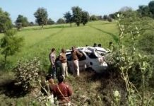 a-car-accident-in-tikamgarh-3-youth-dead-and-one-injured