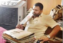 damoh-bjym-leader-threatend-officer-by-bat