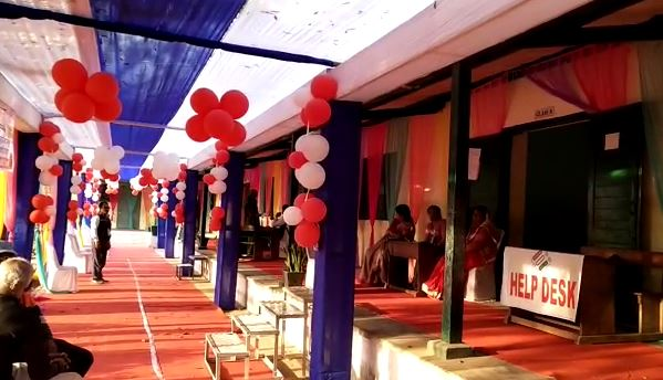 katni-women-poling-booth-attraction-center-