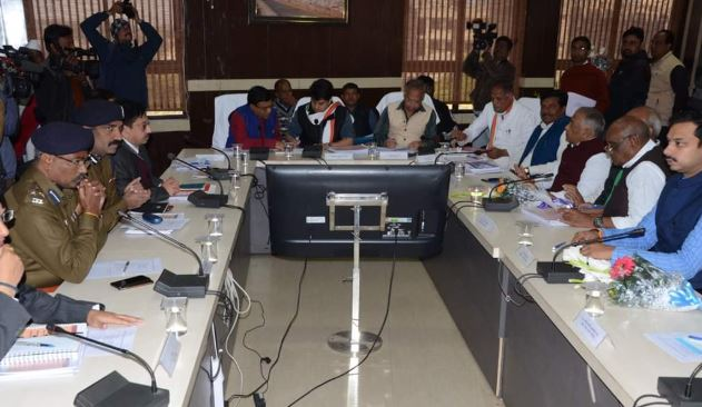 officers-Unable-to-answer-Scindia-questions-at-slow-speed-of-development-work