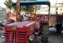 Tractor-trolley-filled-with-illegal-sand-here-in-MP