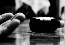 Husband-fight-everyday-troubled-mother-eaten-poison-with-two-daughters-in-betul