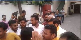 bjp-candidate-given-to-congressmen-abuses
