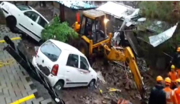 pune-many-people-died-and-injured-after-a-wall-collapsed-in-kondhwa-