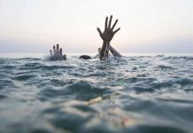 Death-of-siblings-drowning-in-Tapti-river;-Sage-in-village