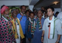 Dr--Mahesh-Adiwasi-District-President-of-BJP-Adivasi-Morcha-join-congress