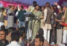 congress-worker-fights-in-front-of-minister-lakhan-ghangoriya-in-rewa