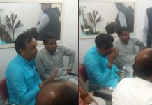 crying-ex-bjp-mla-jitu-jirati-in-front-of-police-in-indore