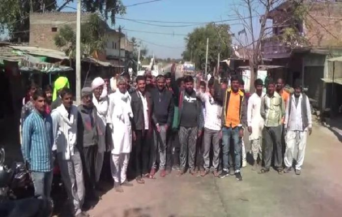 Stop-the-entry-of-the-Muslim-community-in-the-village-in-rajgadh-